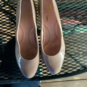 Aerosoles Heelrest Beige Patent Ladies Heels Size